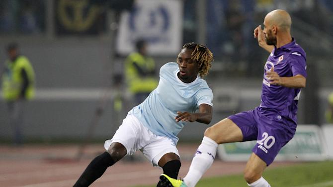Lazio defender Luis Pedro Cavanda, of Angola, left,  is challenged by Fiorentina midfielder Borja Valero, of Spain, right, during a Serie A soccer match between Lazio and Fiorentina, at Rome's Olympic stadium, Sunday, Oct. 6, 2013