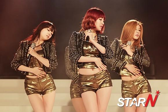 [Photo] Girl's Day performing at a special baseball event