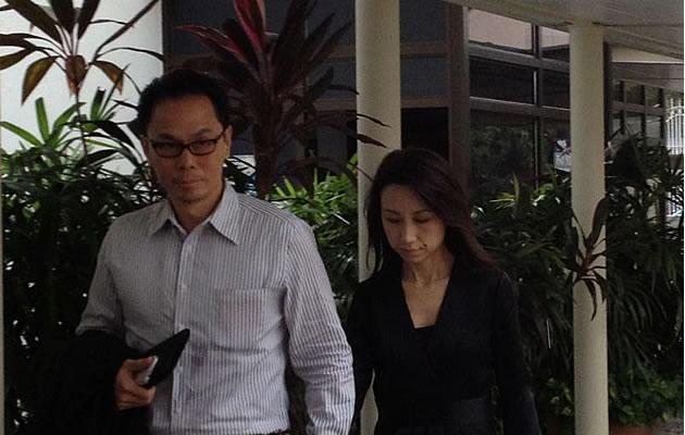 Ex-Central Narcotics Bureau chief Ng Boon Gay arriving at the Subordinate Courts with his wife. (Yahoo! photo)