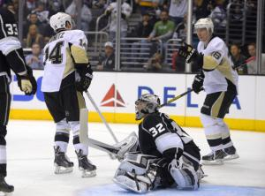 Jokinen leads Penguins past struggling Kings, 4-1