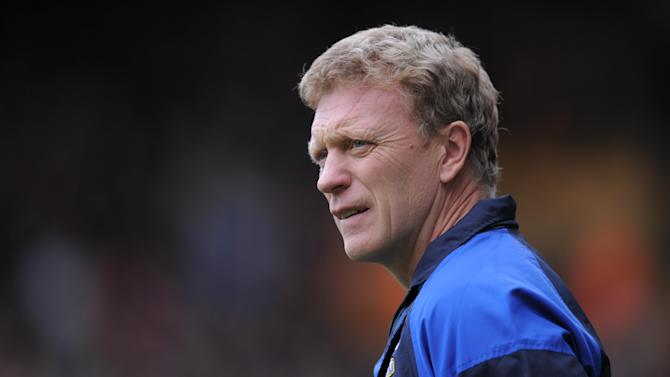 David Moyes, pictured, hopes Phil Neville and Sylvain Distin stay at Goodison Park