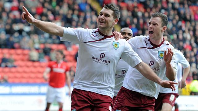 Championship - Burnley close gap on leaders Leicester