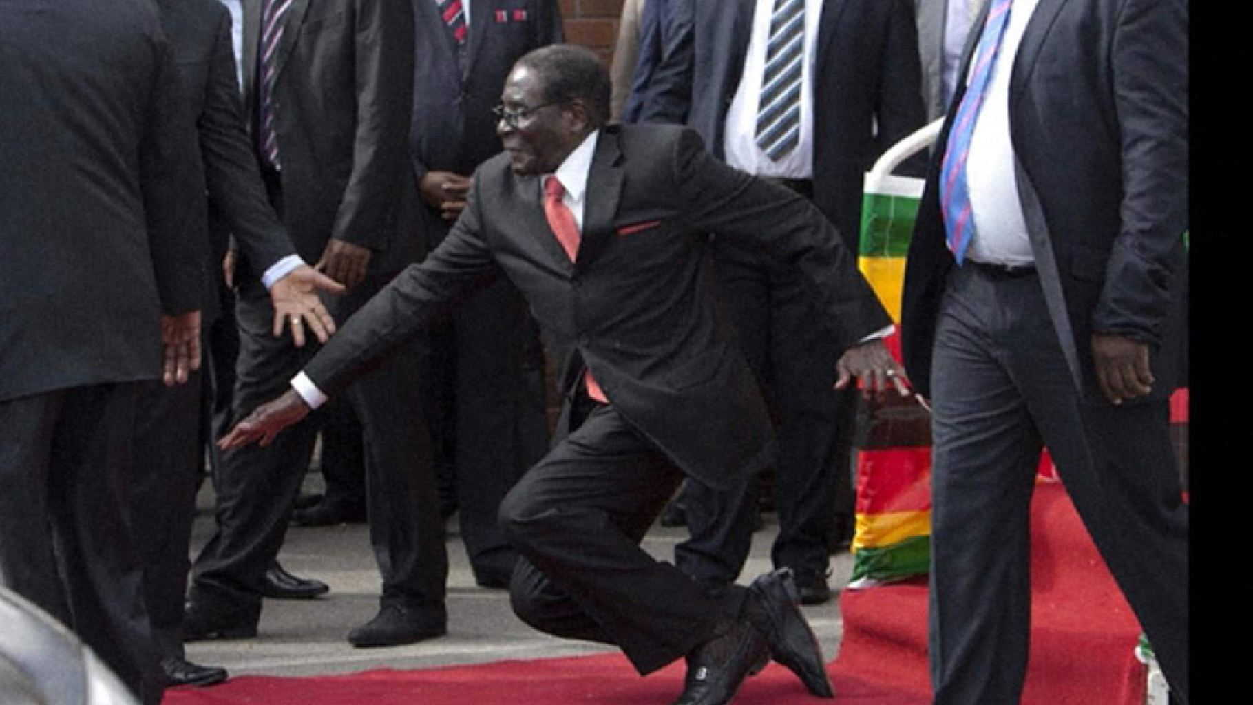 VIDEO - Robert Mugabe Falls Down Steps