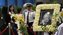 Mourners pay their respects to Singapore's late former prime minister Lee Kuan Yew, where he lies in state at Parliament House in Singapore on March 27, 2015