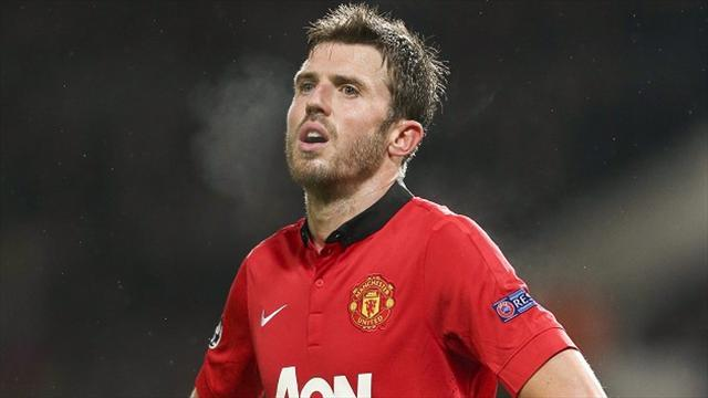 Football - Carrick extends United contract