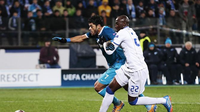 Zenit's Hulk, left, challenges with Porto's Eliaquim Mangala for the ball during the Champions League group G soccer match between Zenit and Porto at Petrovsky stadium in St.Petersburg, Russia, on Wednesday, Nov. 6, 2013