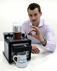 Edward Brunner from Cambridge Consultants with the new machine that could spell the end of the teabag. (Image: Masons)