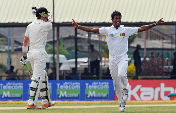 Sri Lanka's Nuwan Kulasekara (R) celebrates the dismissal of New Zealand's Martin Guptill (L) during the first day of the second and final Test match between Sri Lanka and New Zealand at the P. Sara O