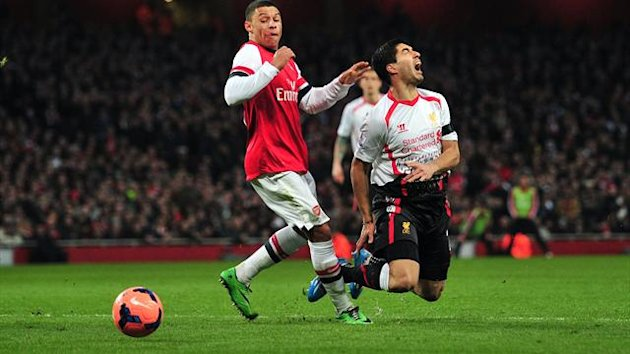 Liverpool's Uruguayan striker Luiz Suarez (R) is brought down by Arsenal's English striker Alex Oxlade-Chamberlain (L) during the English FA Cup fifth round football match (Getty)