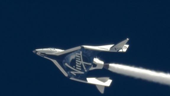 Virgin Galactic's SpaceShipTwo Makes Stunning Leap Toward Private Spaceflight (Photo)