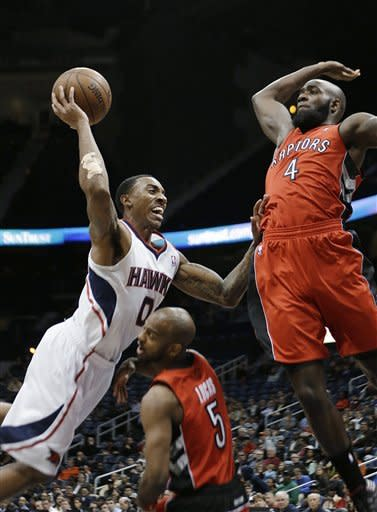 Horford's late jam helps Hawks edge Raptors, 93-92