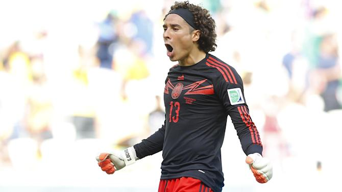 Liga - Malaga sign Mexico World Cup keeper Ochoa