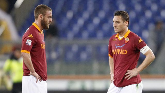 Serie A - Totti asks De Rossi to stay in video message
