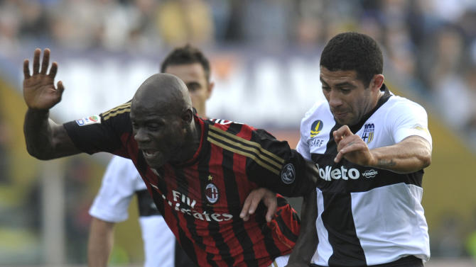 Parma's Walter Gargano of Uruguay, right, challenges AC Milan's Mario Balotelli, during their Serie A soccer match at Parma's Tardini stadium, Italy, Sunday, Oct. 27, 2013