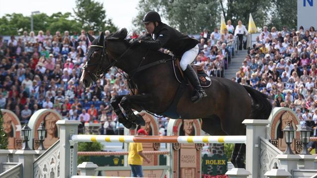 Whitaker finally claims win in Aachen
