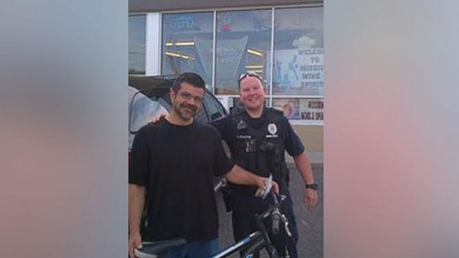 Kansas Cop Gives Bicycle to Homeless Man Commuting Five Hours by Foot