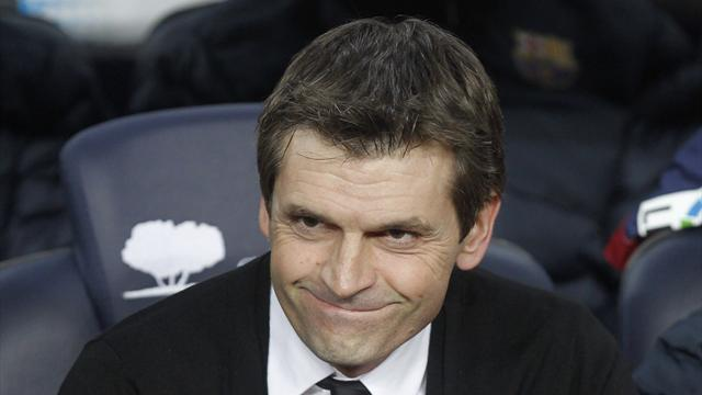Liga - Barcelona lifted by return of Vilanova and Abidal