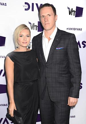 Elisha Cuthbert Marries Dion Phaneuf!