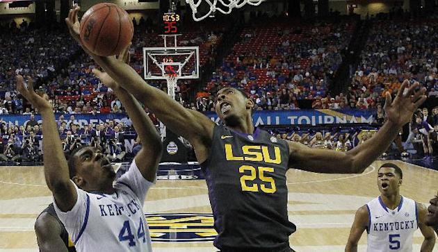 LSU forward Jordan Mickey (25) works against Kentucky center Dakari Johnson (44) during the first half of an NCAA college basketball game in the quarterfinal round of the Southeastern Conference men&#