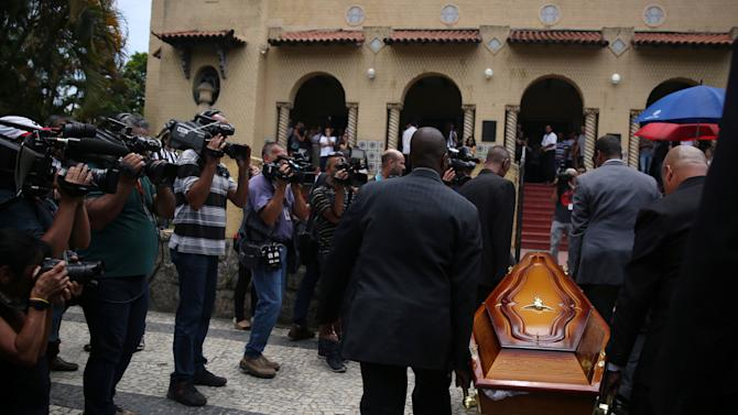 A coffin, carrying one of the eight journalists who were victims of the plane crash in Colombia, arrives at the Botafogo club headquarters in Rio de Janeiro