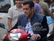 Salman Khan-Eros International's JAI HO to enjoy record breaking start?
