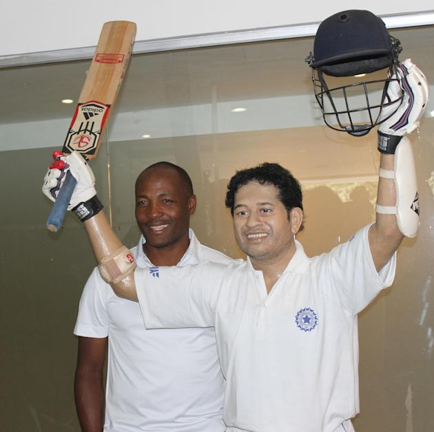 Former West Indian cricketer Brian Lara with life size statue of Sachin Tendulkar at Eden Gardens in Kolkata on Nov.10, 2013. (Photo: IANS)