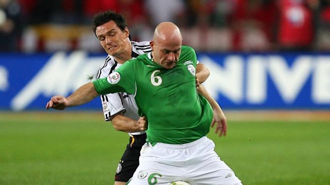 Former Ireland midfielder Lee Carsley gets axed by Blades