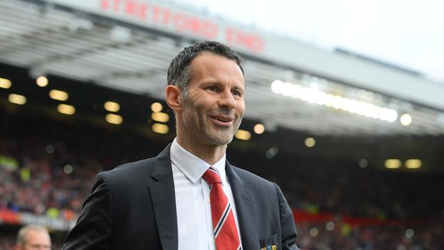 Premier League - United hit four to give Giggs winning start