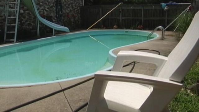 Naked Swimmer Distracts Homeowner During Robbery