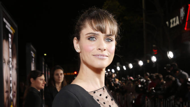 """FILE - This Feb. 4, 2013 file photo shows actress Amanda Peet at the world premiere of """"Identity Thief"""" at the Mann Village Westwood in Los Angeles. Peet is hoping to make her professional debut as a playwright next season with a play that may attract Blythe Danner and Sarah Jessica Parker. The Manhattan Theater Club said Tuesday that it wants to stage the world premiere of Peet's """"The Commons of Pensacola"""" as part of its 2013-2014 season. Lynne Meadow, artistic director of the company, will direct. (Photo by Todd Williamson/Invision/AP, file)"""