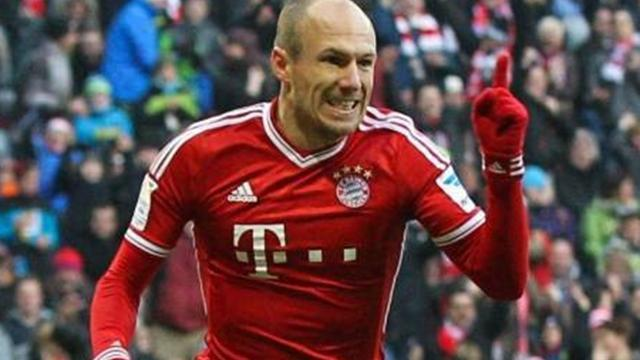Bundesliga - Bayern thrash Eintracht Frankfurt to retain lead at top