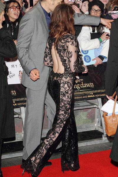But before she was able to change out of her jumpsuit, Stewart walked the red carpet and greeted fans. Look at the gorgeous detailing! From thte sexy open back to the lace panels on the pants, this ou