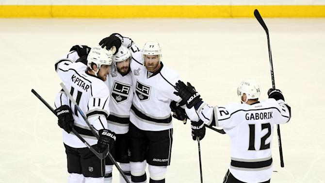 Ice Hockey - Kings take commanding three-game lead in Stanley Cup finals