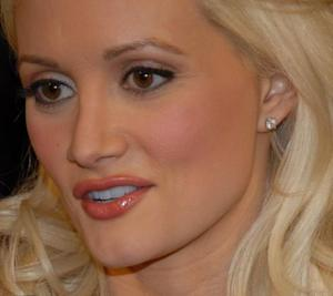 Holly Madison Talks About Nursing Rainbow Aurora & Other Celeb Moms Talk About Breastfeeding