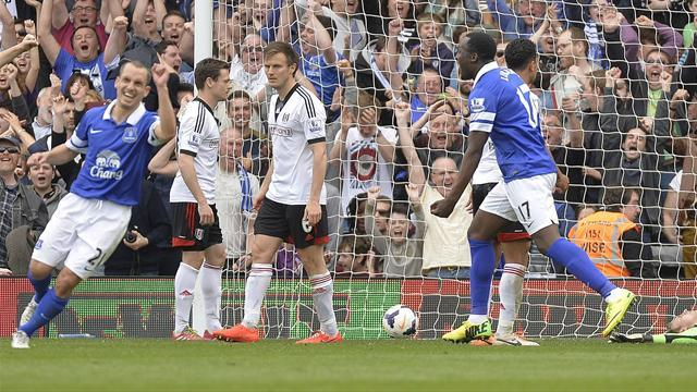 Premier League - Everton keep up Arsenal chase with Fulham victory