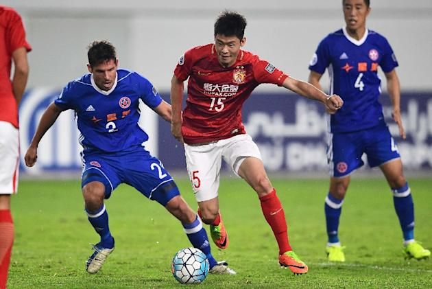 Zheng Wenzhao (C) of Guangzhou Evergrande competes for the ball with Josh Mitchell of Eastern FC during their AFC Champions League group stage football match in Guangzhou, China, on February 22, 2017