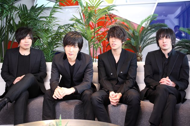 The members of flumpool in press interviews in Tokyo. From left: lead guitarist Kazuki Sakai, lead vocalist and rhythm guitarist Ryuta Yamamura, bassist Genki Amakawa and drummer Seiji Ogura. (Photo courtesy of Amuse Inc.)