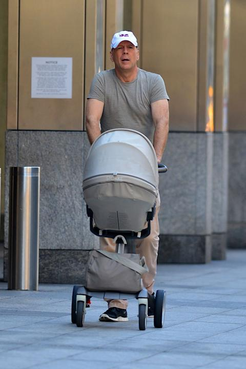 Bruce Willis a New York col passeggino