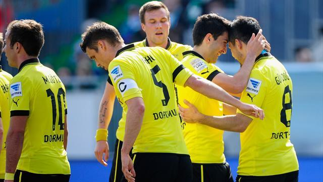 Bundesliga - Dortmund hit six and Bayern four in easy wins