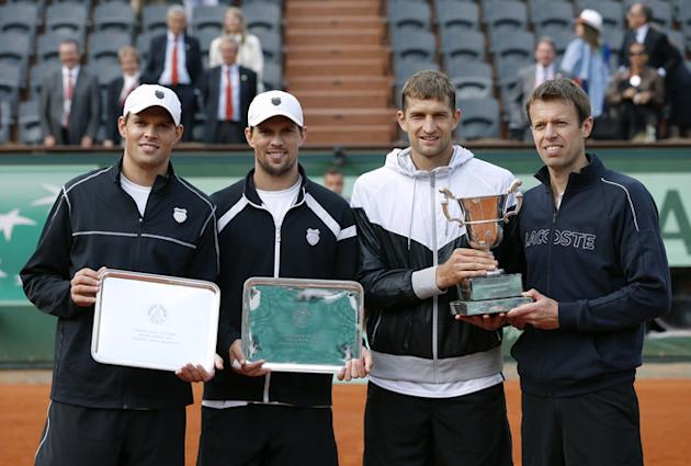 (L-R) US Bob Bryan And US Mike Bryan And Belarus Max Mirnyi And Canada's Daniel Nestor Pose With Trophies AFP/Getty Images