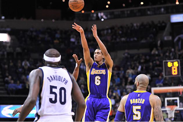 Los Angeles Lakers guard Jordan Clarkson (6) shoots during the first half of an NBA basketball game against the Memphis Grizzlies on Friday, March 6, 2015, in Memphis, Tenn. (AP Photo/Brandon Dill)