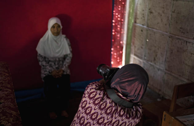 Armless Indonesian Woman Pursues Photography