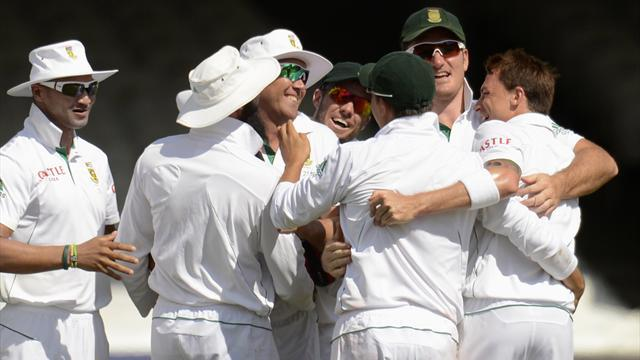 Cricket - South Africa beat England to Test ranking windfall