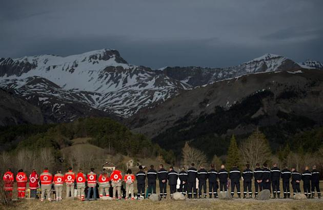 NBG028. Seyne Les Alpes (France), 28/03/2015.- Helpers from the French Red Cross and police stand at the memorial plaque for the victims of the Germanwings A320 crash in Le Vernet, France, 28 March 20