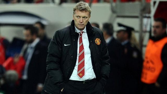 Premier League - Moyes writhes in United hot seat