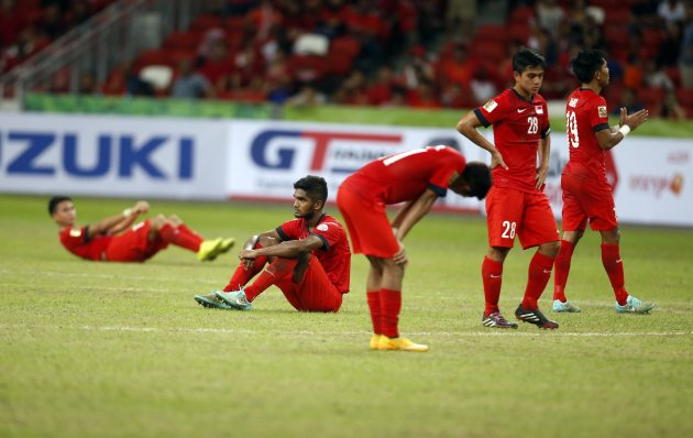 Singapore's players react after losing 3-1 to Malaysia in their Suzuki Cup Group B match at the National Stadium in Singapore November 29, 2014. REUTERS/Edgar Su (SINGAPORE - Tags: SPORT SOCCER)