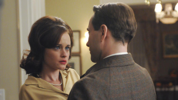 Beth Dawes (Alexis Bledel) and Pete Campbell (Vincent Kartheiser)
