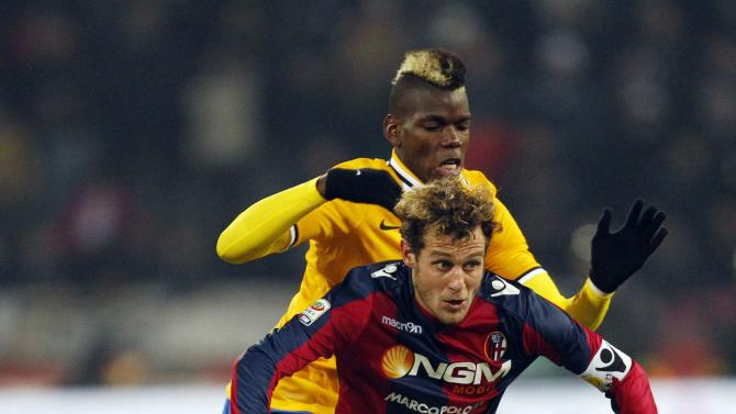 Juventus' Pogba challenges Bologna's Diamanti during their Italian Serie A soccer match at the Dall'Ara stadium in Bologna