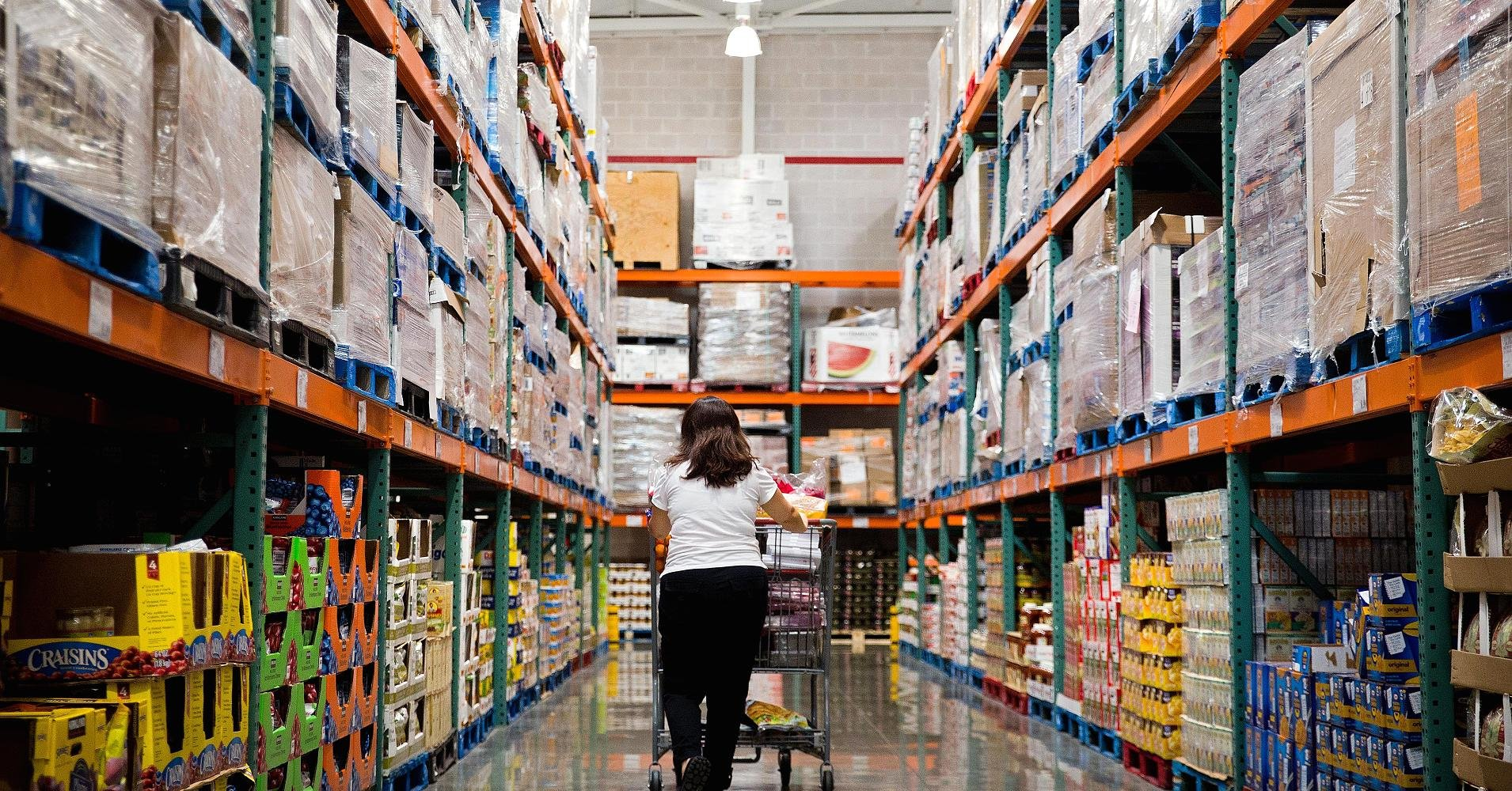 A customer shops inside a Costco Wholesale Corp. store in Miami, Florida. (Scott McIntyre/Bloomberg/Getty Images/CNBC)