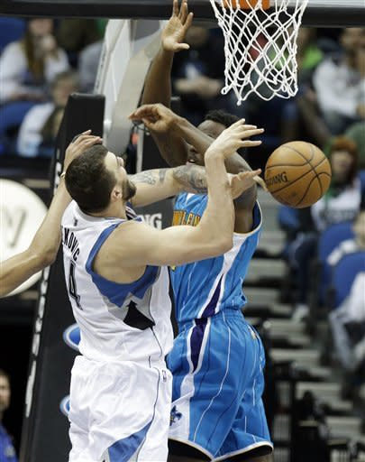 Williams scores 28 as Wolves edge Hornets, 97-95